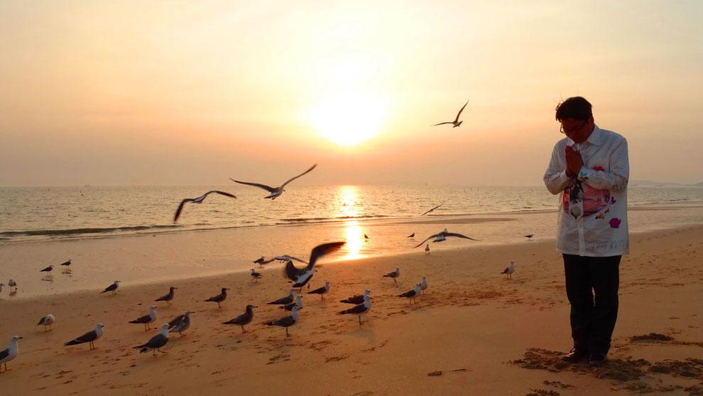 2  .   韓国の和合と真の平和統一を願っています