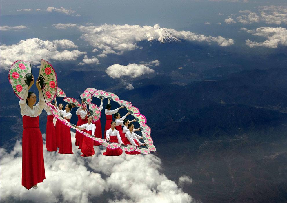 후지산 구름 위 부채춤