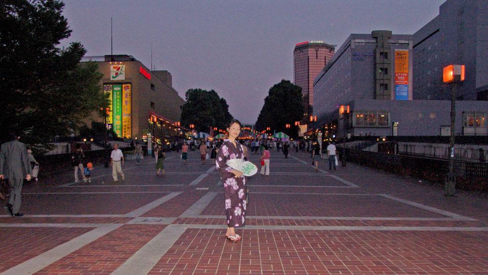 東京都 多摩市 多摩センター   駅   パルテノン中央 広場   お盆祭り     芸術家  キム  ミン ジョン  画伯