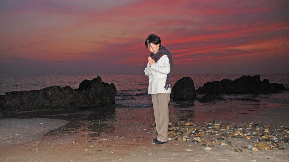 10  .   한국의 화합과 참평화 통일을 기원합니다