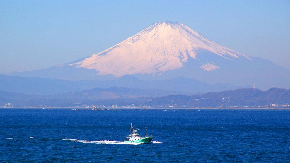 2  .   世界の自然遺産   日本  神奈川  三浦半島 鎌倉 江ノ島 富士山 冬の風景