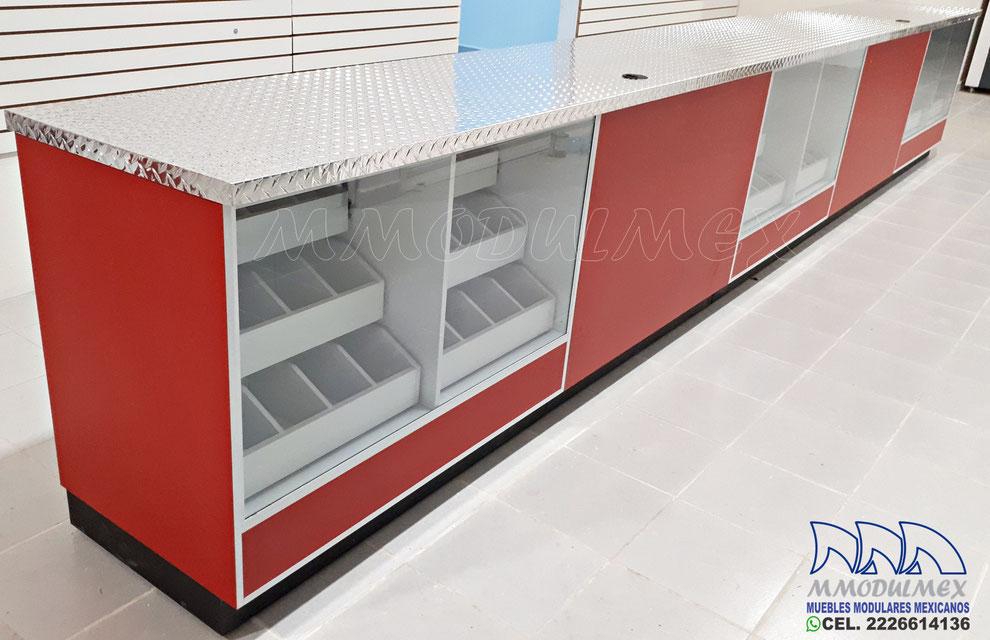 Mostrador para ferretería con cubiertas de aluminio antiderrapante