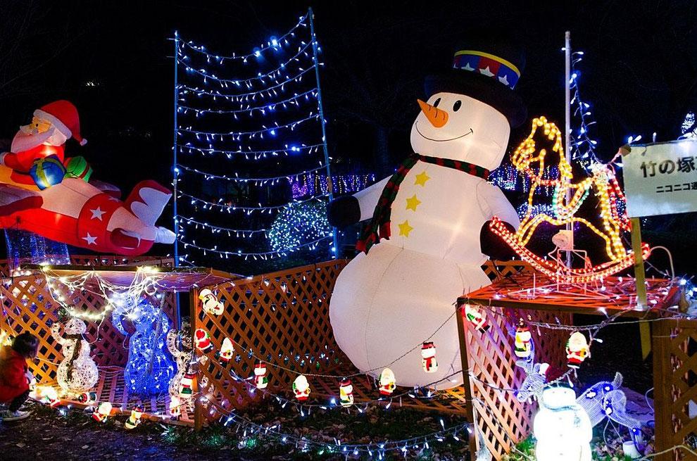 クリスマスの飾り作り。写真は足立区元渕江公園の光の祭典のクリスマスイルミネーション
