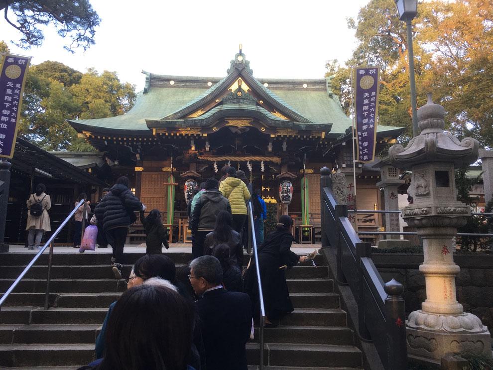 花畑大鷲神社の賑わう境内