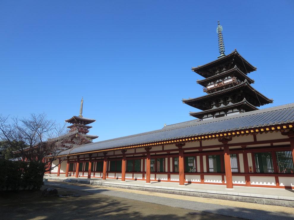 奈良時代の東塔(国宝)と昭和時代の西塔 後世に残したい日本の伝統業(わざ) 京都観光タクシー 永田信明