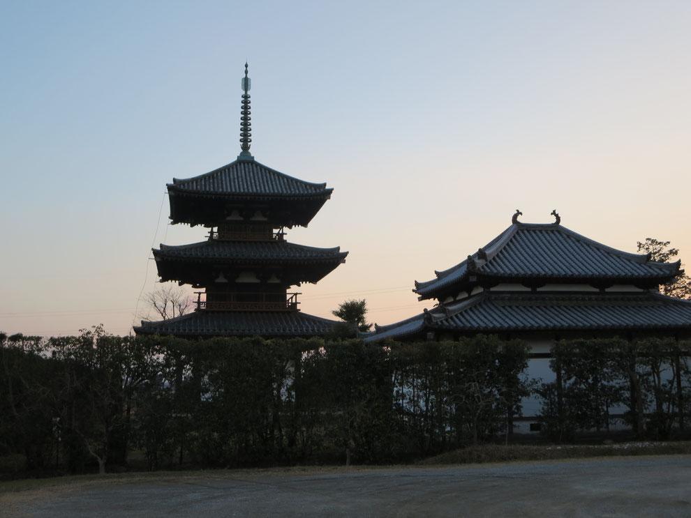夕暮れの法隆寺 鐘の音が響きます。京都観光タクシー (英語通訳ガイド)永田信明