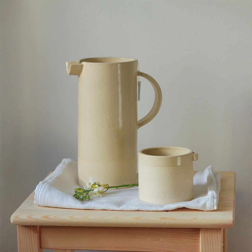 Keramik, großer Krug, Teetasse von Mariana Filipe, Lissabon