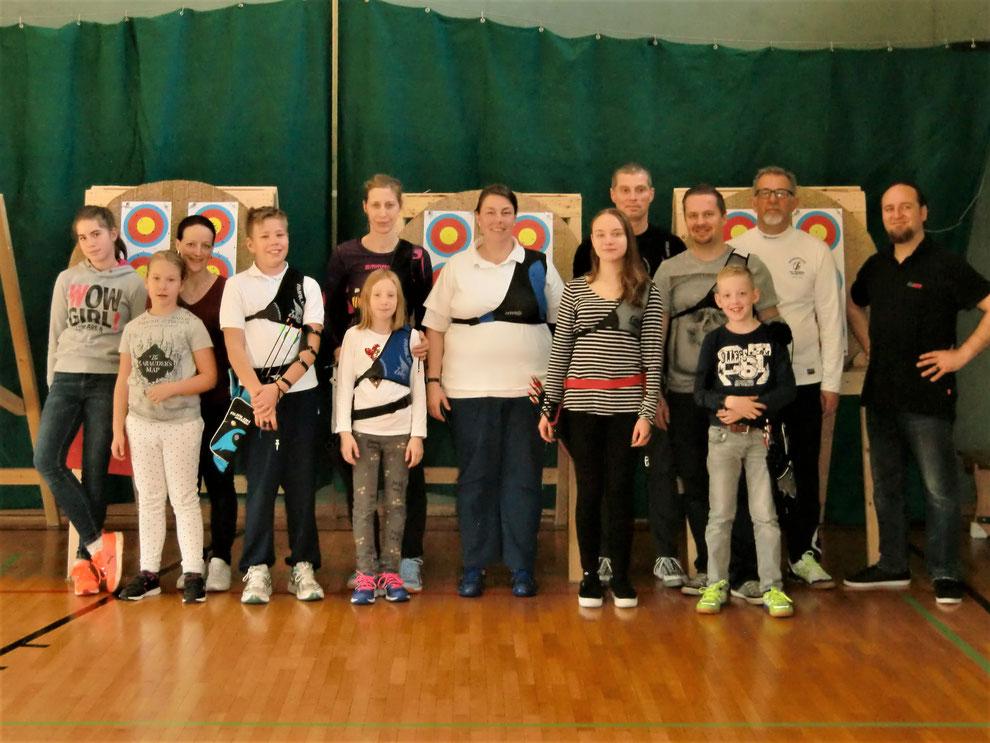 Die Bogensportler nach der Vereinsmeisterschaft