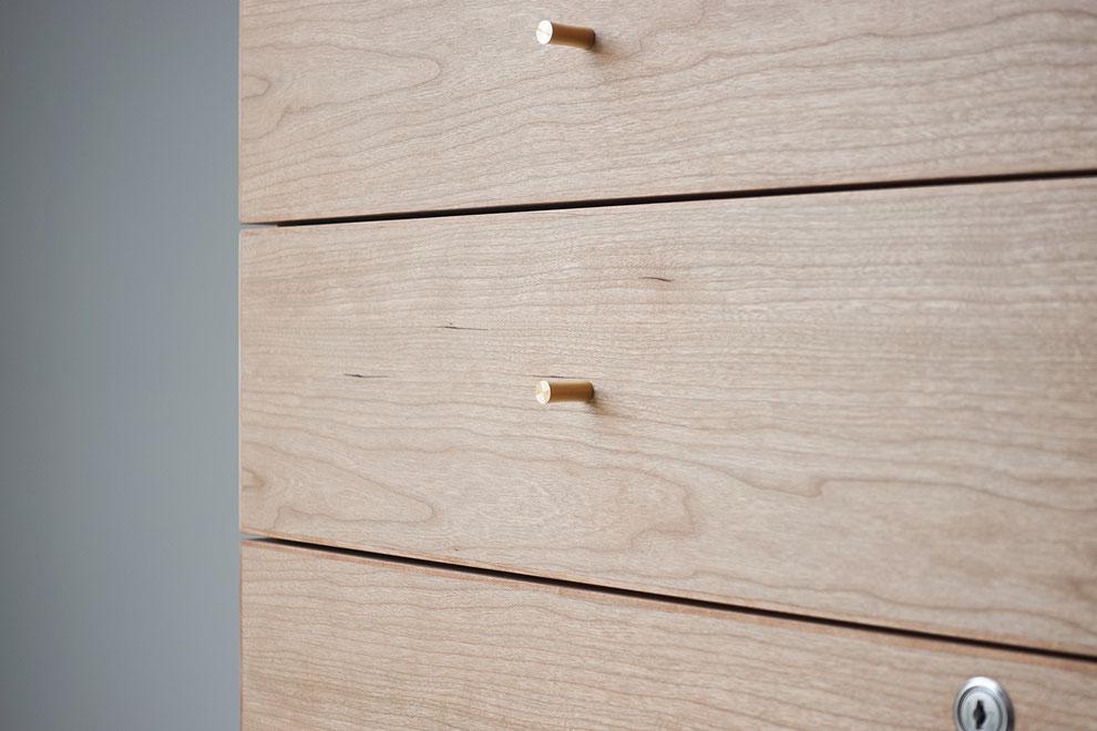 #秋保 #秋保温泉 #仙台 #classocofurniture #クラスコファニチャー #オーダー家具 #家具 #仙台の家具屋 #デスク #キャビネット #無垢材 #無垢材のテーブル #サクラ #真鍮つまみ