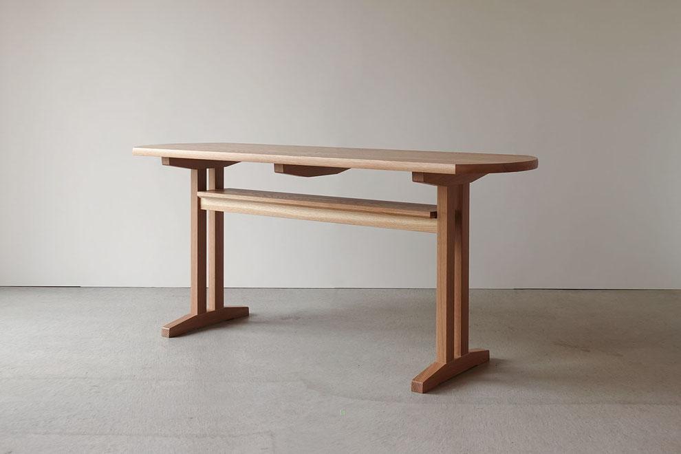 ナラ無垢材で作ったダイニングテーブル
