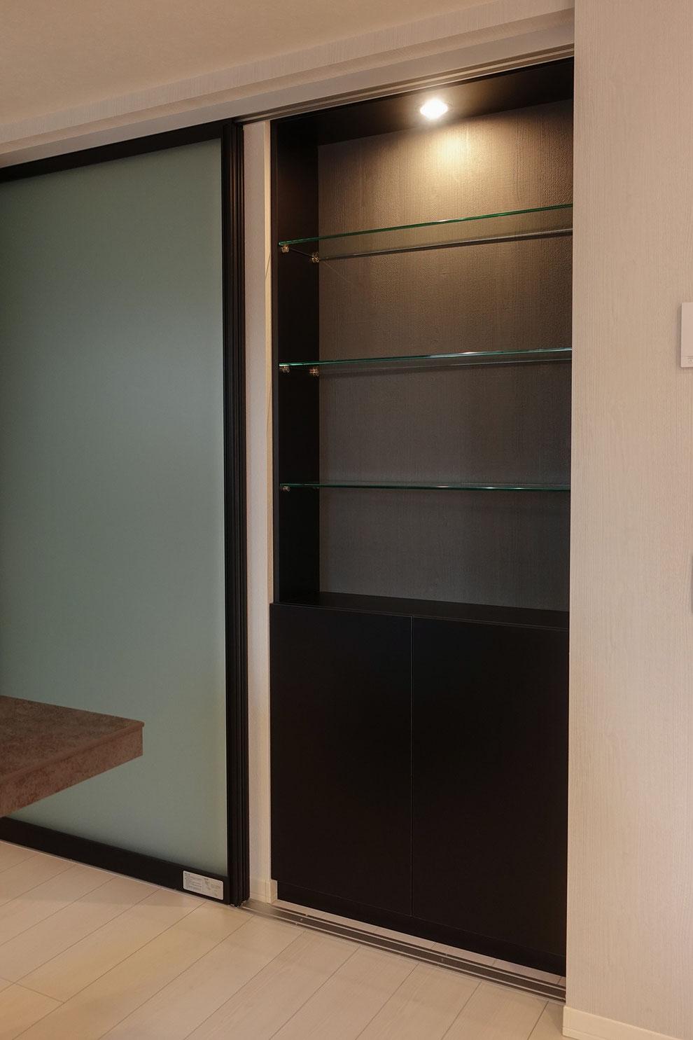 飾り棚 造作家具 ガラス棚 スポットライト
