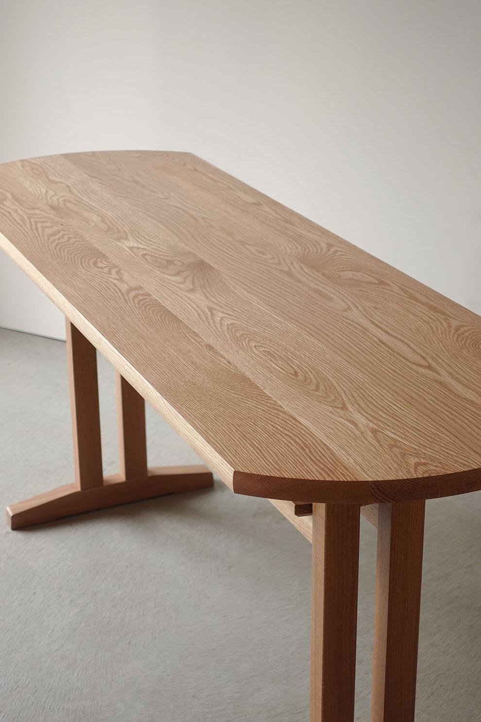 ナラ無垢材で作ったダイニングテーブルの天板