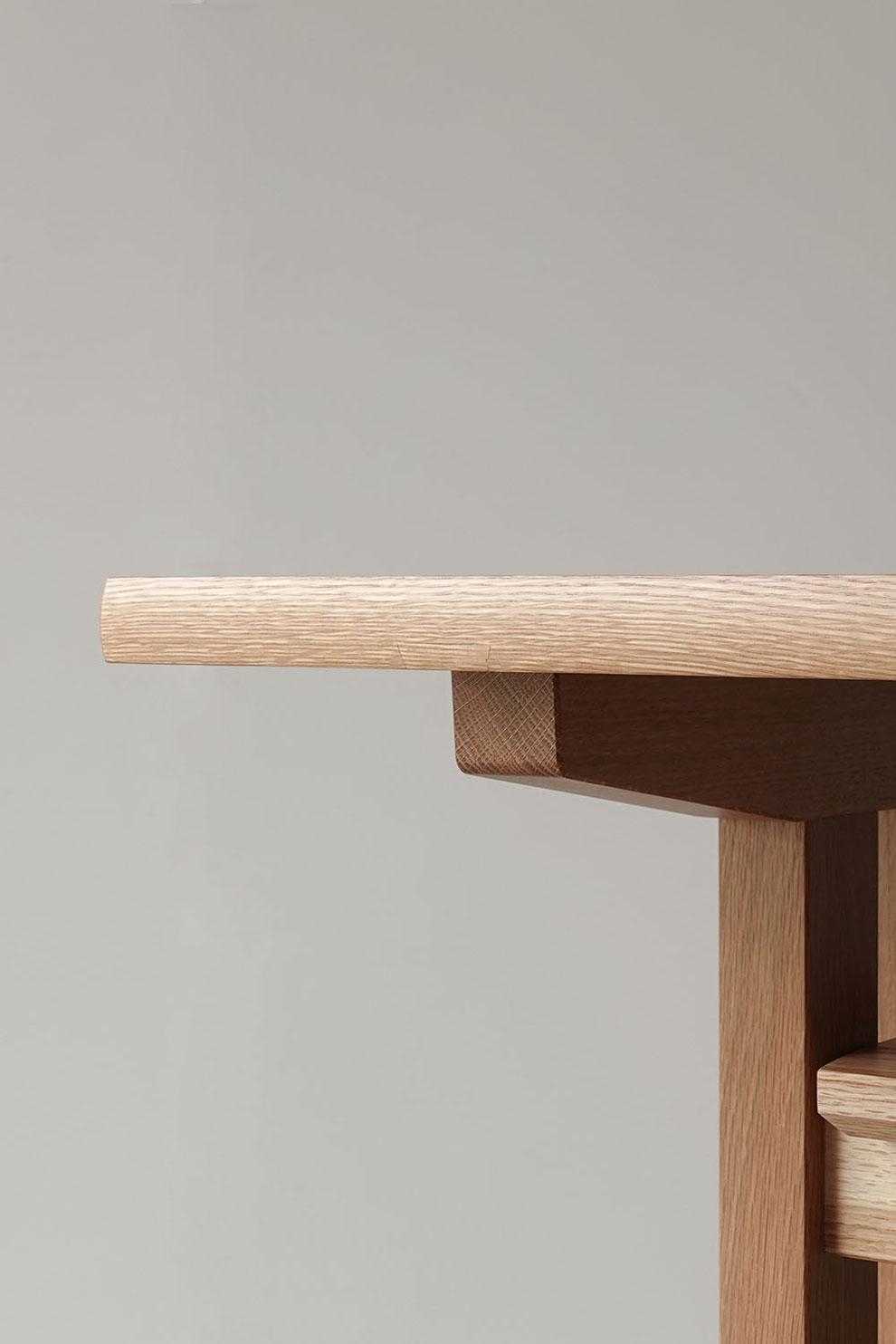 ナラ無垢材で作ったダイニングテーブルのディテール