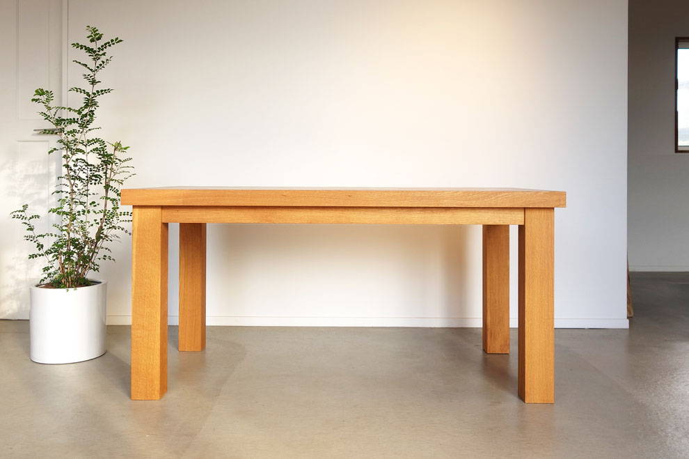 無垢材・ナラ・ダイニングテーブル・分厚い
