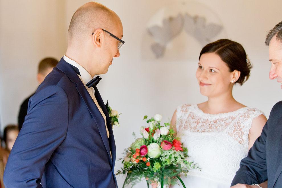 der Bräutigam sieht seine braut das erste mal