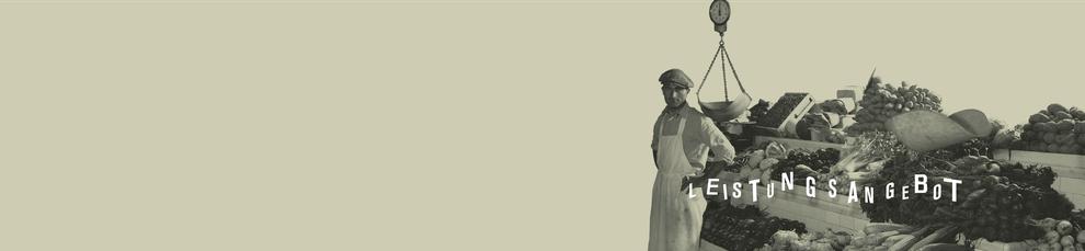 Ein Mann mit einem Kittel steht vor einem Gemüsestand. Auf dem Bild steht Leistungsangebot. Im nachfolgenden werden die Leistungen von Hallo Kommunikationsdesign Alexander Kurzhöfer in Kiel aufgelistet.