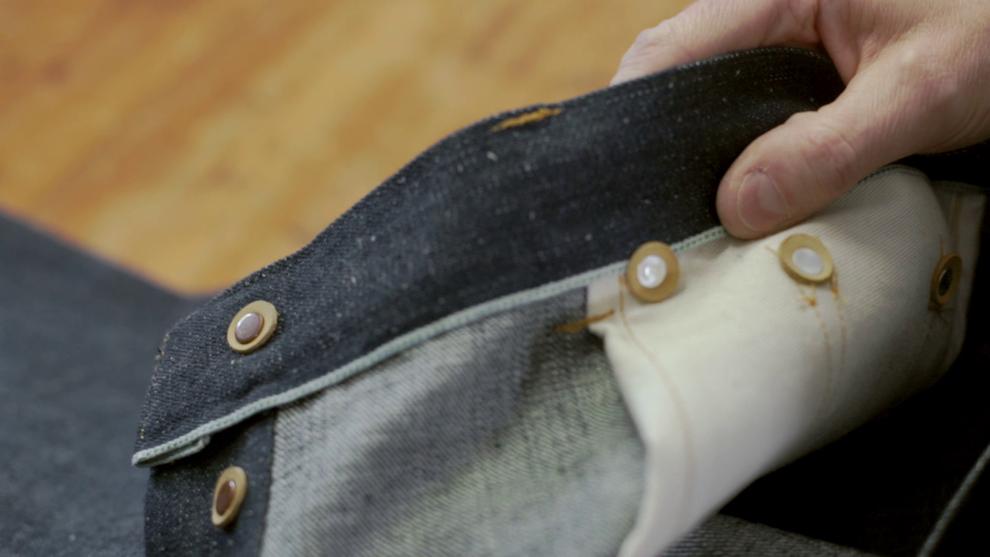 Details: Leer aan de binnenkant van de rivets en knopen