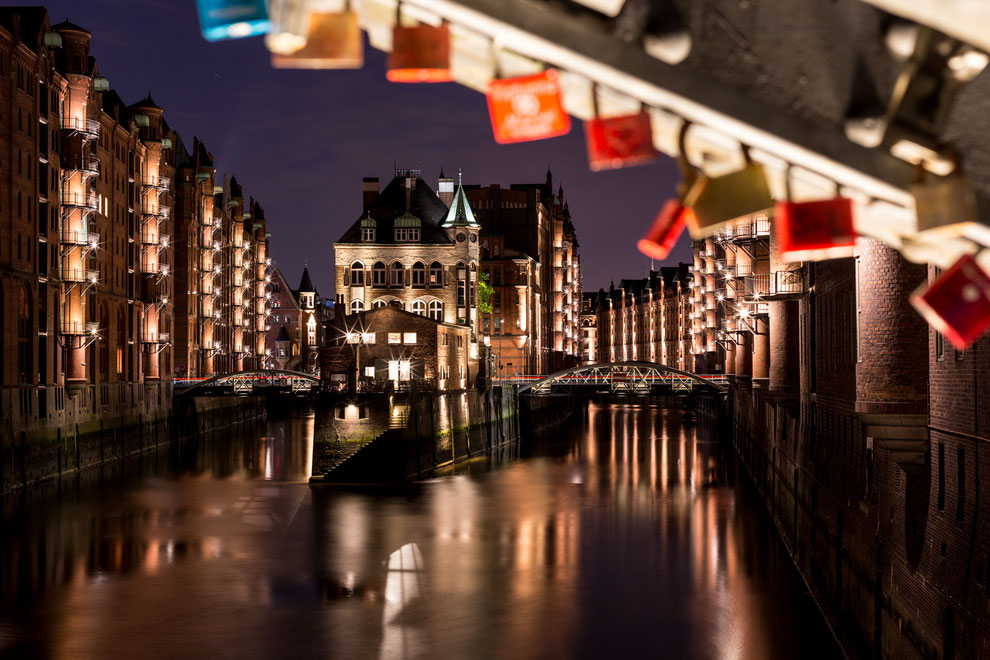 Wasserschloss in Hamburg Speicherstadt at night