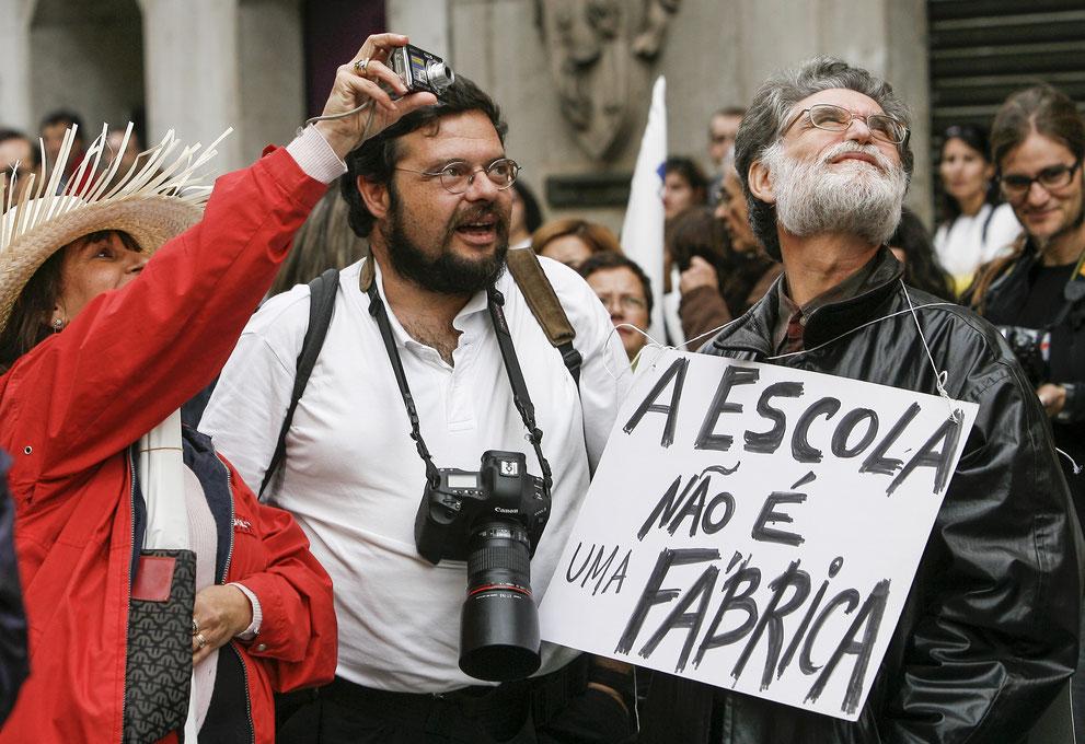 School is not a factory. © Paulo Cordeiro