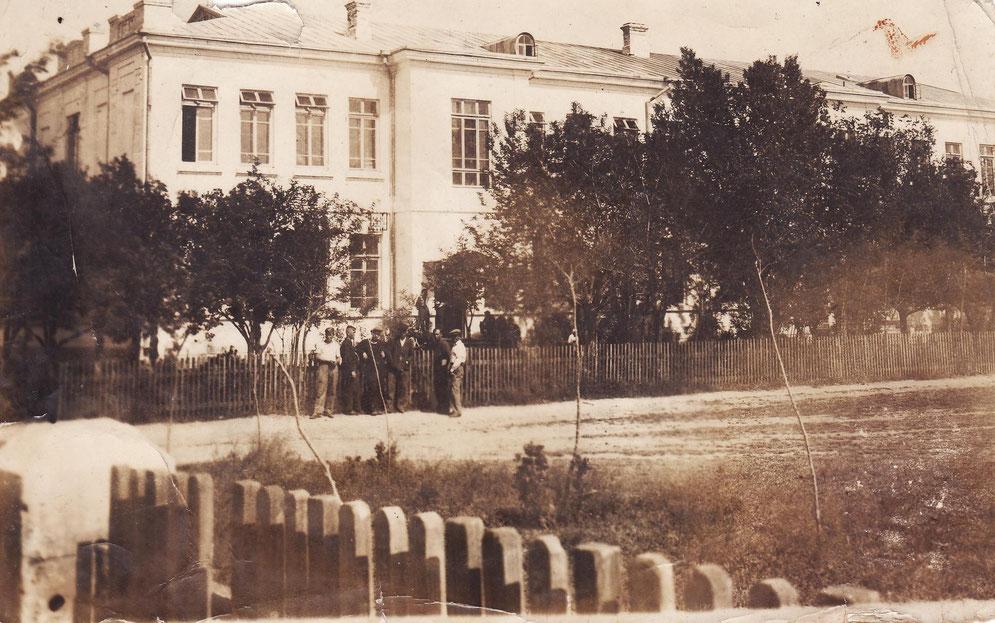 «Крымский техникум агромеханизации» (Фото сделано в 1937г)