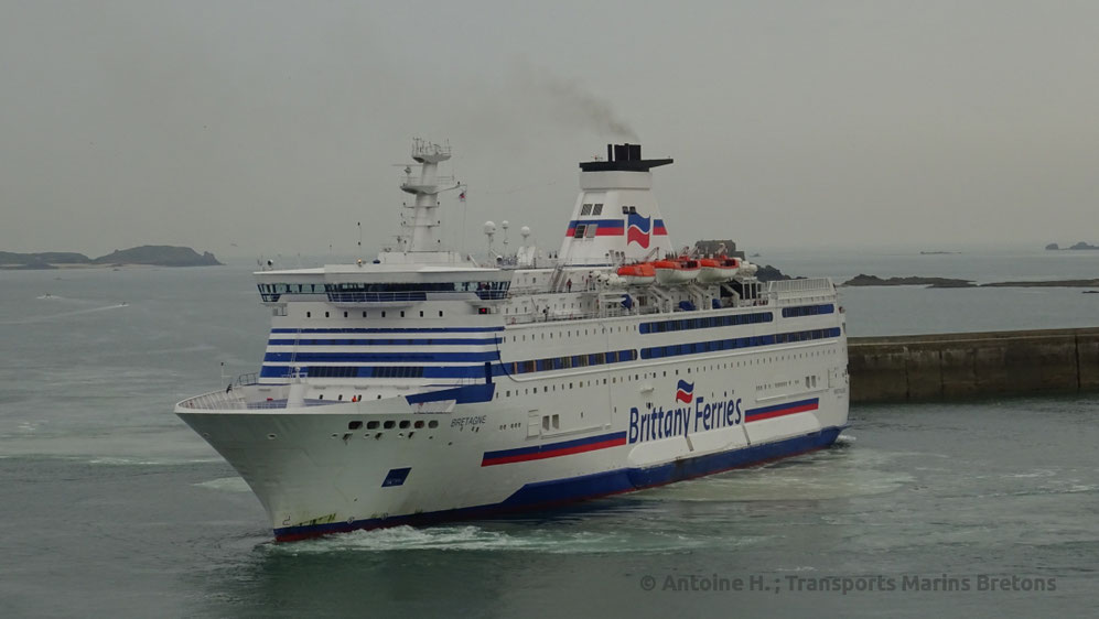 M/V Bretagne performing a U-Turn in Saint-Malo, before berthing in the harbour.