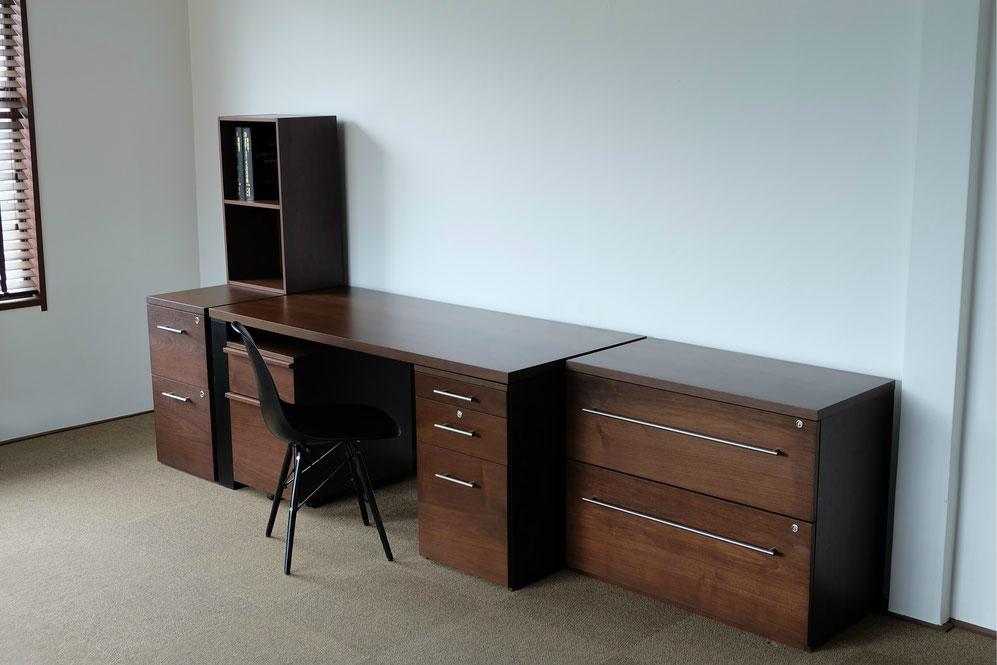 高級ウォールナット書斎家具組み合わせ事例。サイズ変更やデザイン、カラーの特注が可能です。