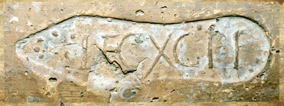 Marque en forme de sandale de la LEG (io) X G (emina) P (ia) F (idelis) trouvée à la fortification d'ALA NOVA.