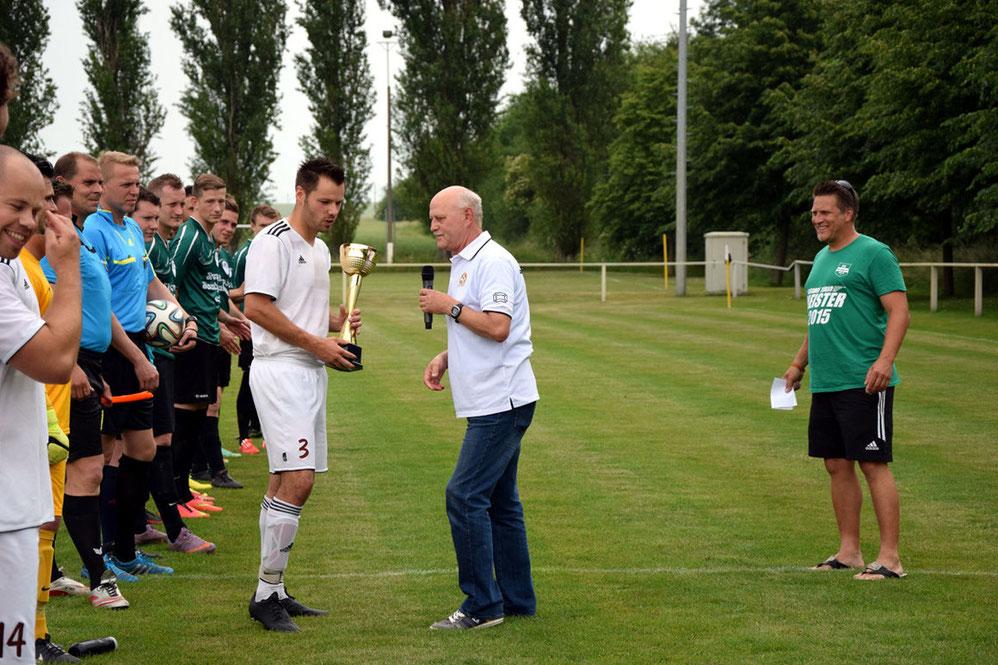 Meistertitel Saison 2014/15 - Ehrung durch Staffelleiter - Aufstieg Landesklasse