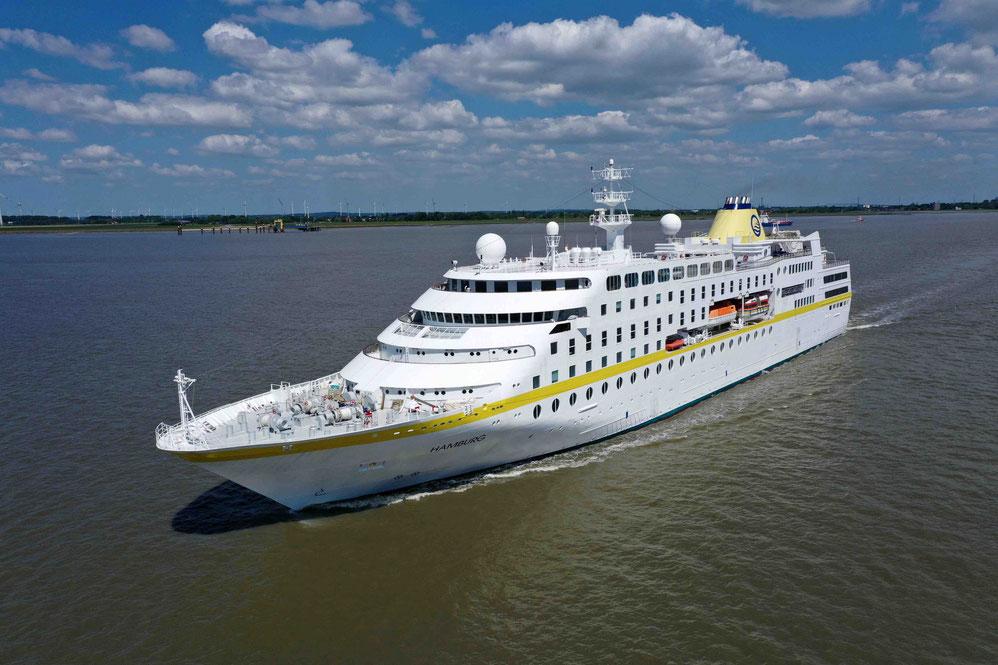 MS Hamburg auf der Elbe