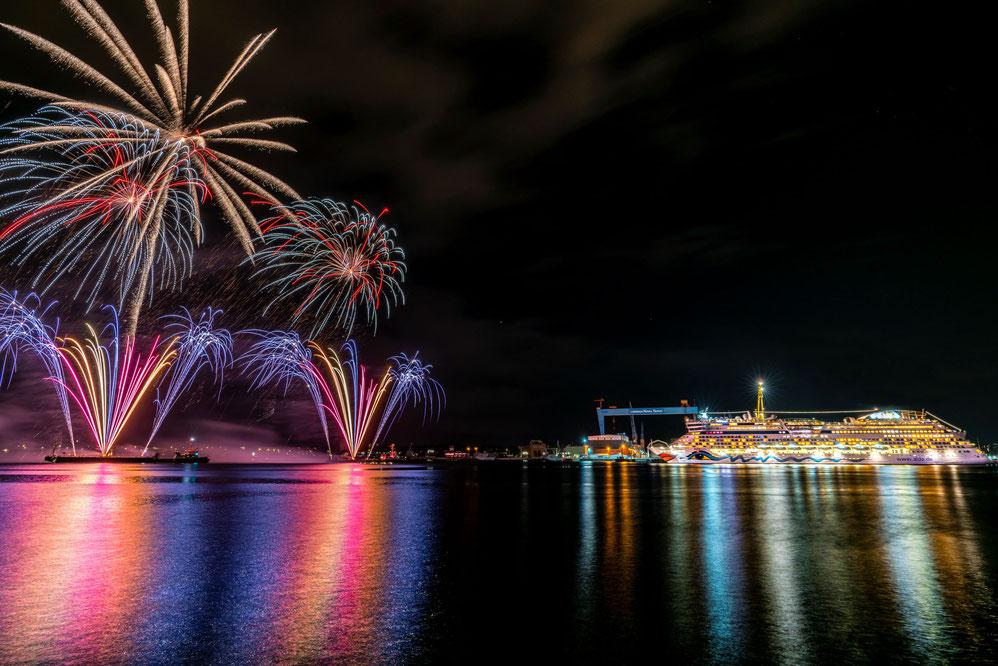 AIDAluna Feuerwerk zur 127. Kieler Woche
