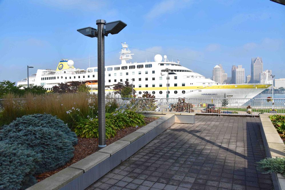 MS Hamburg vor Ontario