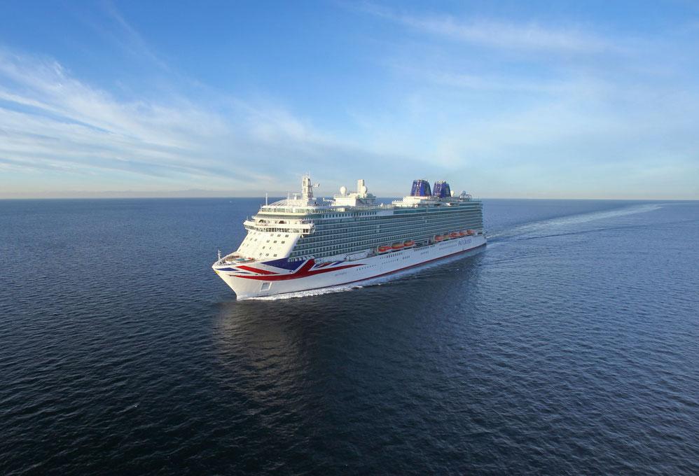 P&O Britannia auf See