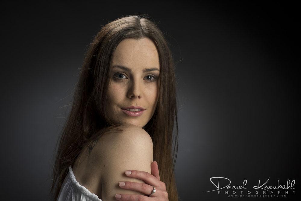 Model, Vivienne VS, Portrait, Beauty, photoadventure.ch, dk-photography.ch,  Photographer/Fotograf: Daniel Kneubühl