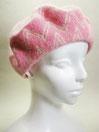 ベレー帽  ~濃いピンク色のギザギザな円~