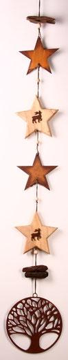 Girlande aus Edelrost- und Holz-Sternen und Lebensbaum