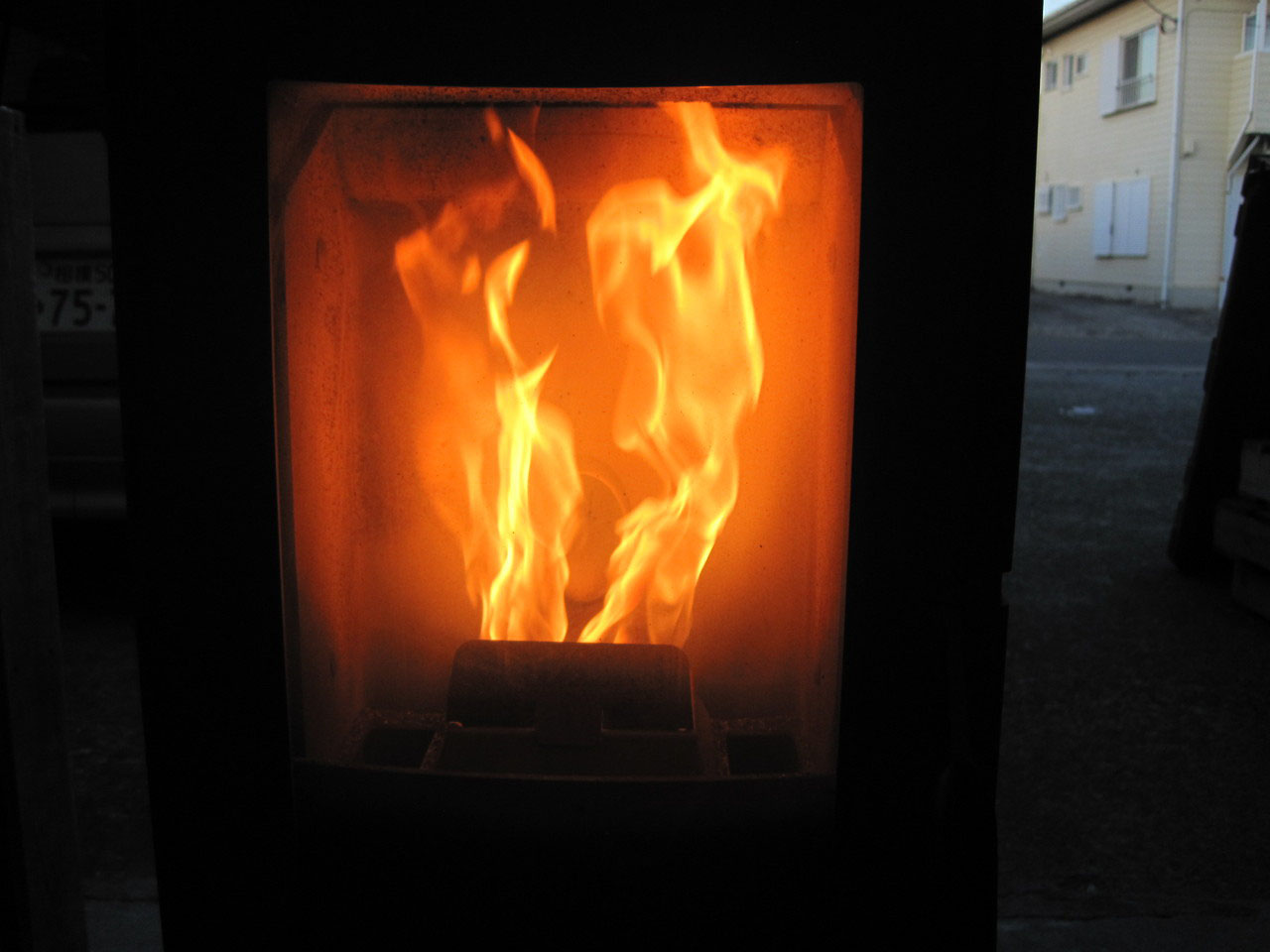 完全 は 不 燃焼 と 青かったガスコンロの火が赤くなってる!?その原因は一体・・・?