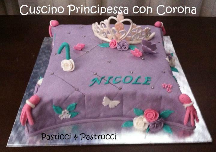 Torta Cuscino Passo Passo.Torta Cuscino Principessa Con Corona Le Torte Di Giorgia