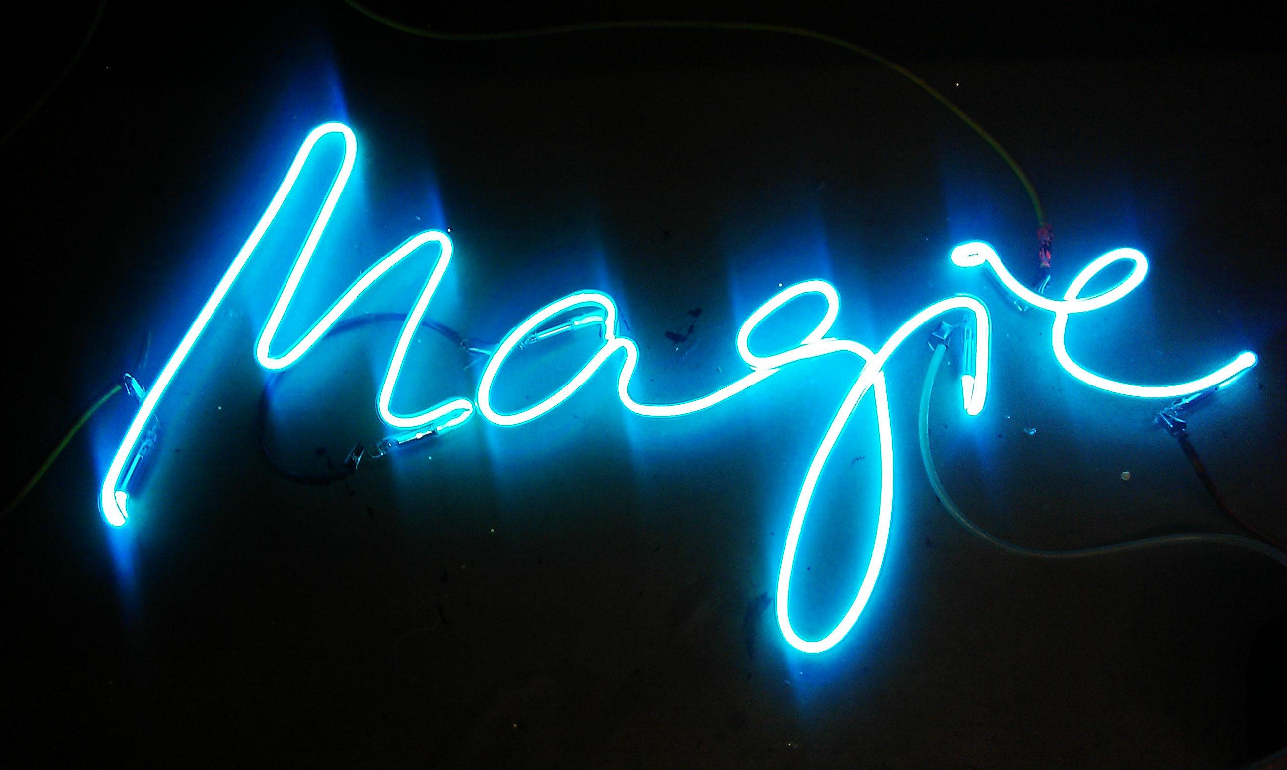Neon Schriftzug