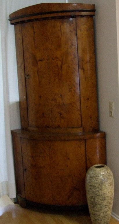 biedermeier eckschrank birke um 1820