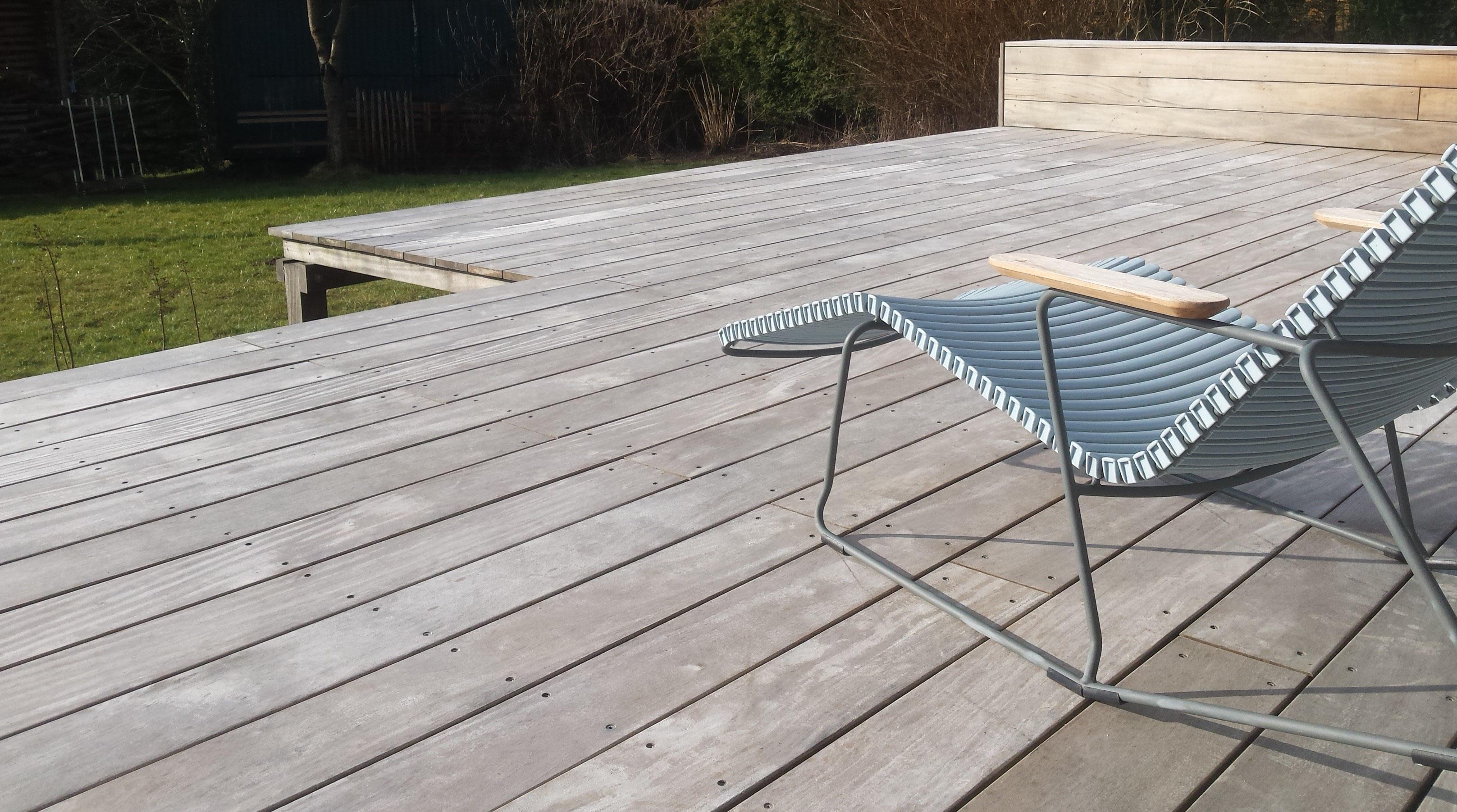 Holzterrasse reinigen - Holz-Jaeger - Haus und Garten