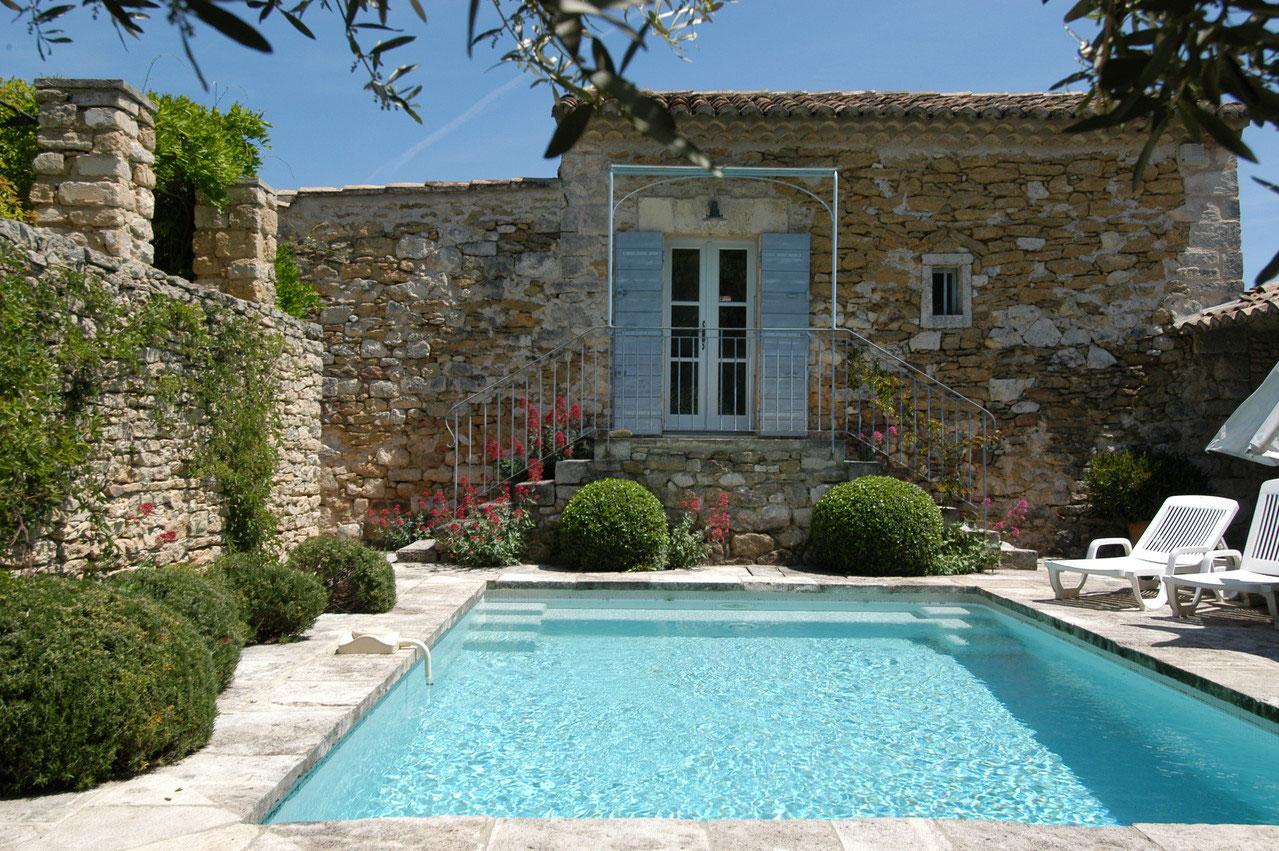 location maison dans le luberon avec piscine avie home. Black Bedroom Furniture Sets. Home Design Ideas