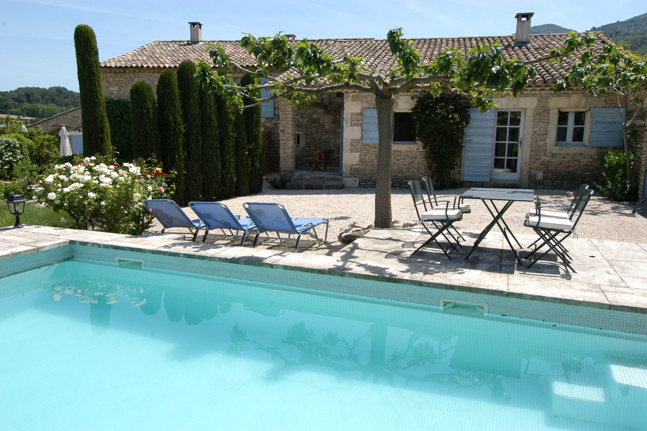 Location maison piscine privee luberon segu maison - Location luberon piscine ...