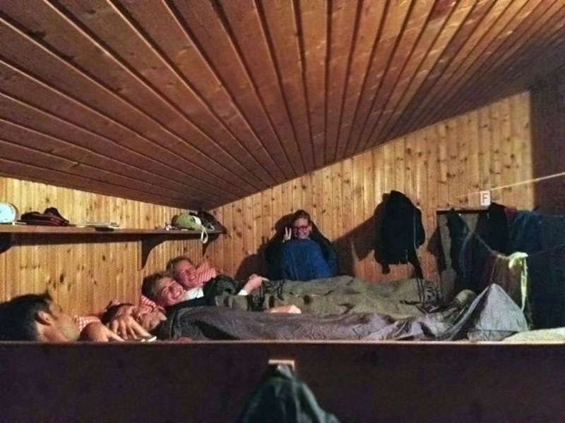 Matratzenlager hütte  Schlammschlacht - Jannis' Life