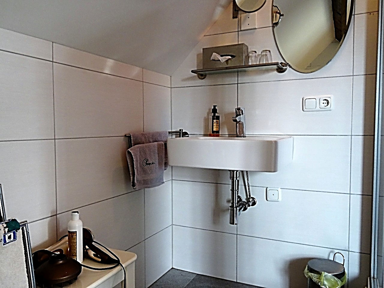 Badkamer Met Whirlpool : Comfortabele kamer met jacuzzi en stoomdouche paradepaardje