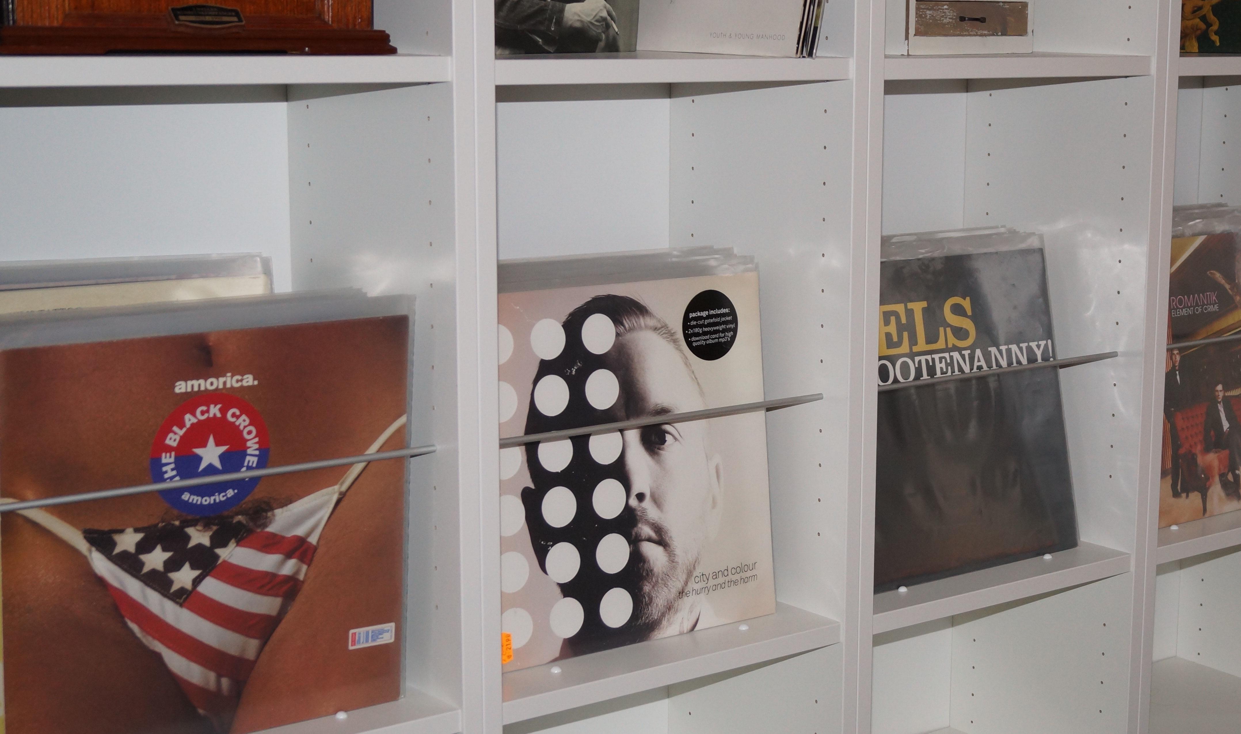 schallplatten aufbewahrung idee wohn design. Black Bedroom Furniture Sets. Home Design Ideas