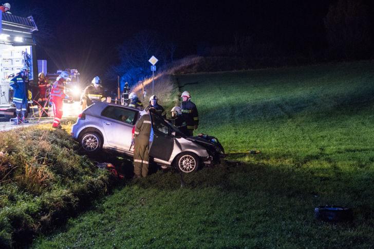 Schwerer Verkehrsunfall B1, Straß - Feuerwehr Wallsee