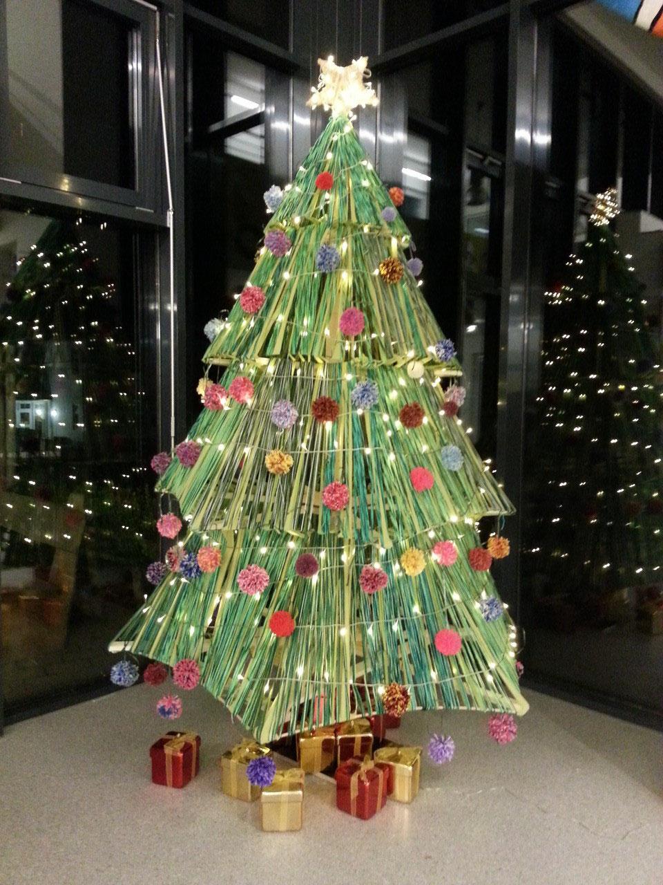 Wie Entstand Der Weihnachtsbaum.Ein Weihnachtsbaum Aus Wolle Cornelia Funke Schule Gemünden