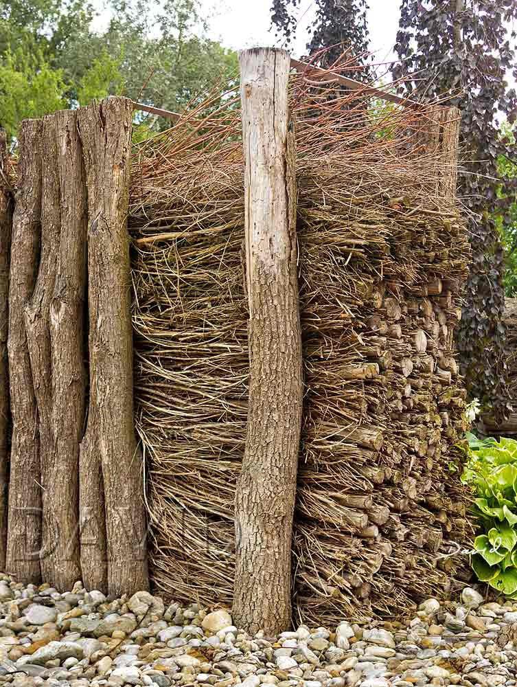 Gefullter Totholzzaun Nach Art Des Hauses Wildbienenschutz Im
