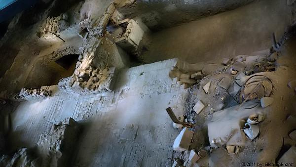 Lib Syn-Fragmente im Innern der Gedenkstätte / Foto: Ellen Eckhardt (FLS)