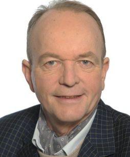 Las aus Kurt H. Wolff-Texten beim Leseabend des Fördervereins Liberale Synagoge in der Galwerie Netuschil: Der Schauspieler Aart Veder